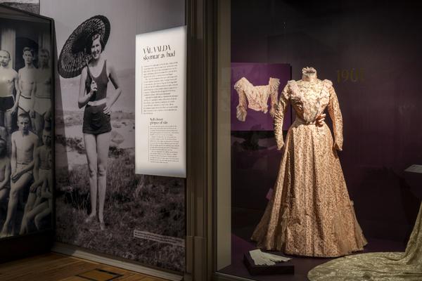 Historisk klädskatt på Göteborgs stadsmuseum