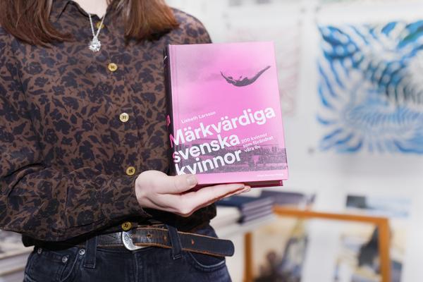 Boksamtal med Lisbeth Larsson: Märkvärdiga Svenska Kvinnor – 200 kvinnor som förändrade våra liv.