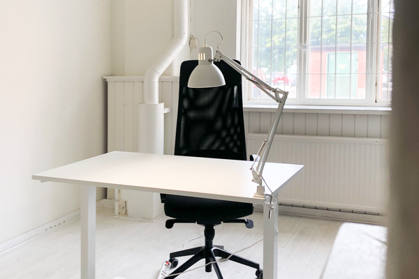 Desk space / Skrivbordsplats i kontorskollektiv Sockerbruket
