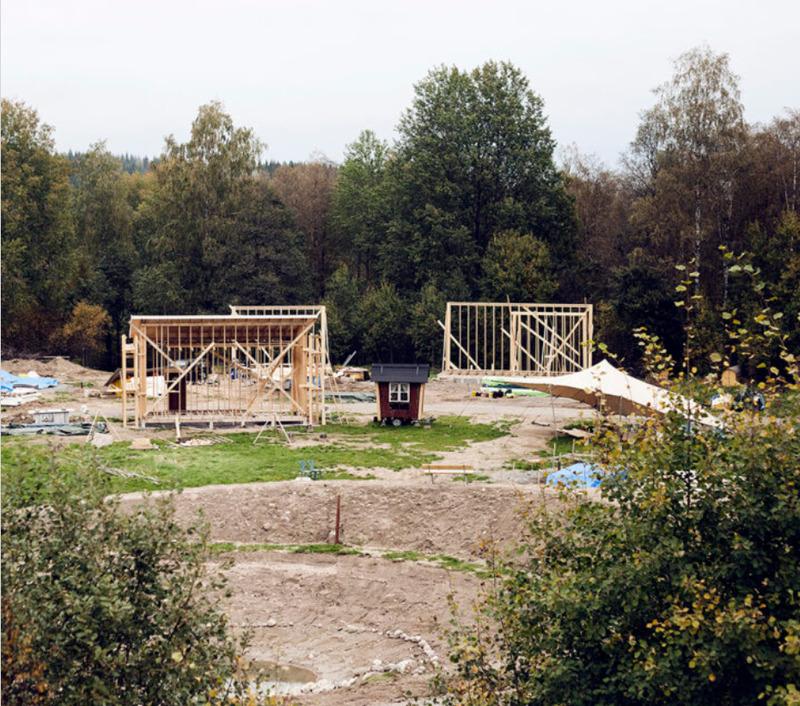 Småhusbyn i Uddebo under uppbyggnad. Foto: Sara Gust