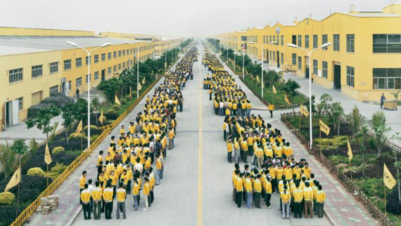 """""""Manufacturing #18"""" Cancun Factory, Zhangzhou, Fujian Providence, China. Photo: Edward Burtynsky"""