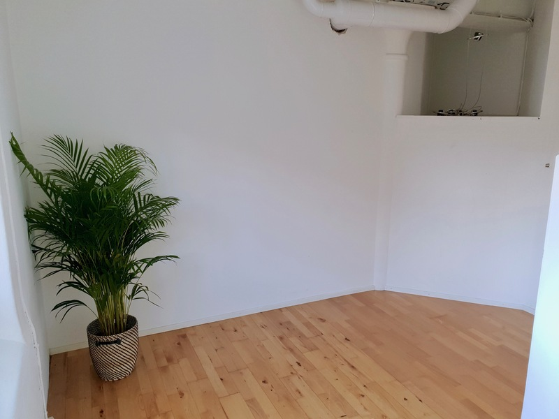 Last room available in co work /office space